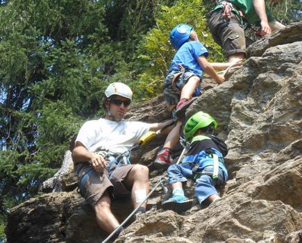 Kinderspaß beim klettern